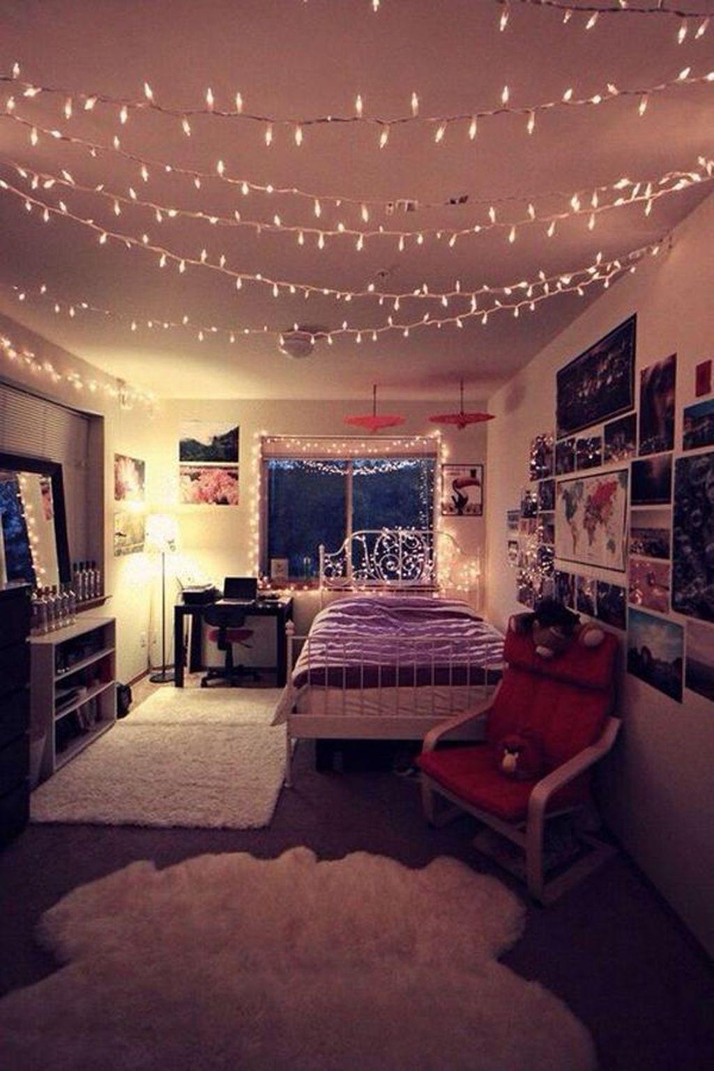 Gorgeous Christmas Apartment Decor Ideas 20