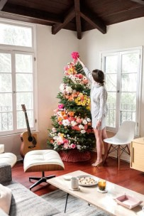 Gorgeous Christmas Apartment Decor Ideas 29