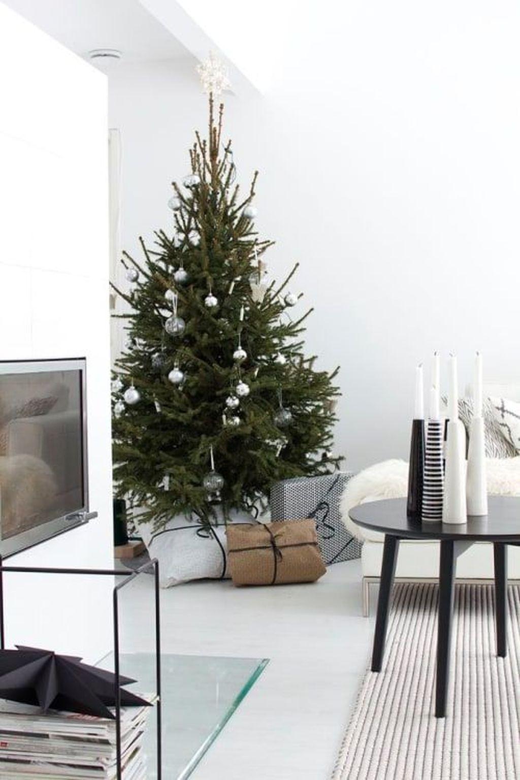 Gorgeous Christmas Apartment Decor Ideas 35