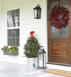 Inspiring Farmhouse Christmas Porch Decoration Ideas 01