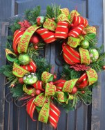 Lovely Red And Green Christmas Home Decor Ideas 26