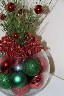 Lovely Red And Green Christmas Home Decor Ideas 43