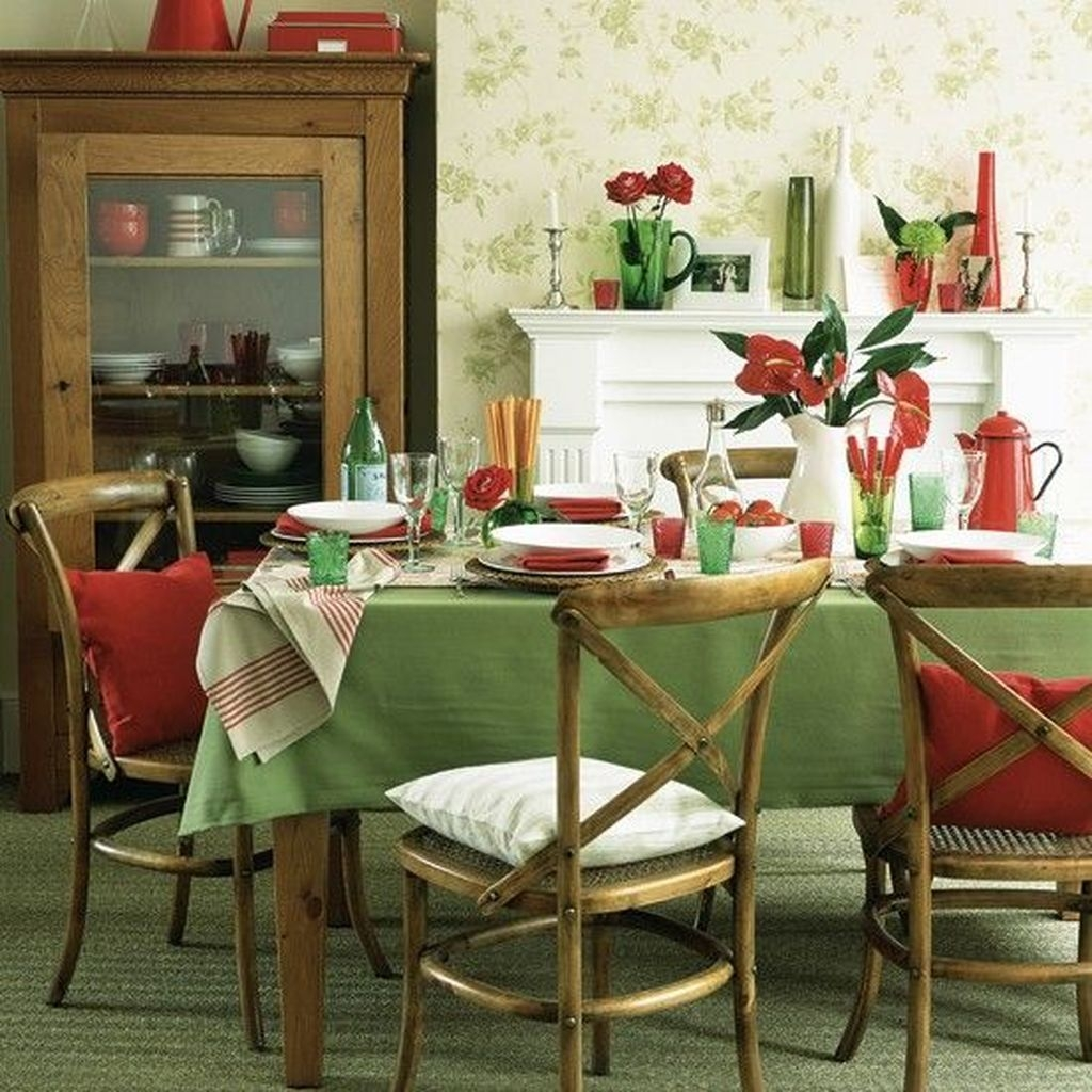 Lovely Red And Green Christmas Home Decor Ideas 54
