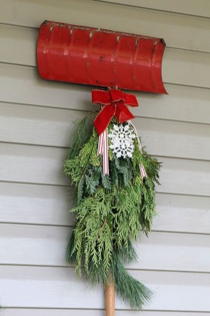 Lovely Red And Green Christmas Home Decor Ideas 57