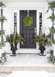 Perfect Christmas Front Porch Decor Ideas 12