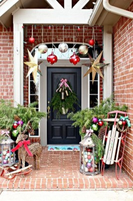 Perfect Christmas Front Porch Decor Ideas 17