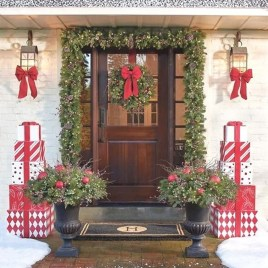 Perfect Christmas Front Porch Decor Ideas 19