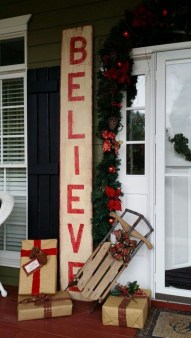 Perfect Christmas Front Porch Decor Ideas 30