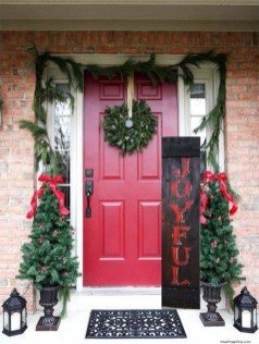 Perfect Christmas Front Porch Decor Ideas 38