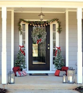 Perfect Christmas Front Porch Decor Ideas 49
