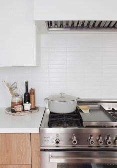 Pretty White Kitchen Backsplash Ideas 46