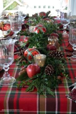 Stunning Christmas Dining Table Decoration Ideas 32