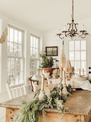 Stunning Christmas Dining Table Decoration Ideas 38