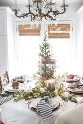 Stunning Christmas Dining Table Decoration Ideas 46