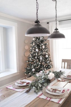 Unordinary Christmas Home Decor Ideas 17