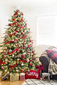 Unordinary Christmas Home Decor Ideas 43