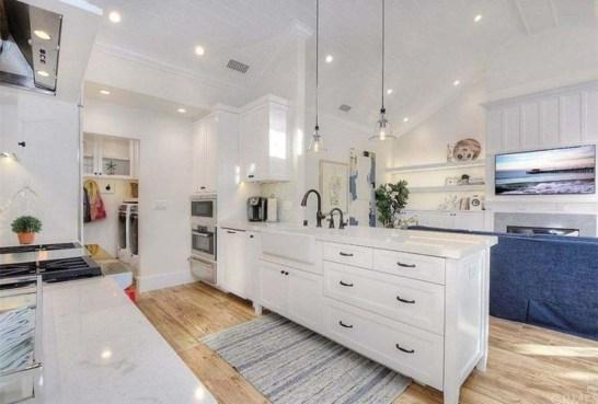 Elegant Beach Coastal Style Kitchen Decor Ideas 46