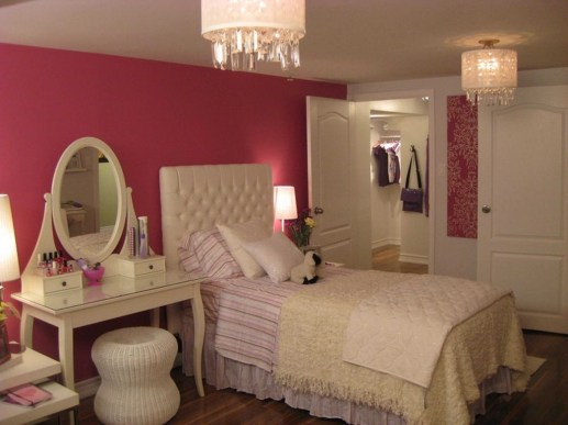 Pretty Chandelier Lamp Design Ideas For Your Bedroom 19