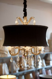 Pretty Chandelier Lamp Design Ideas For Your Bedroom 28