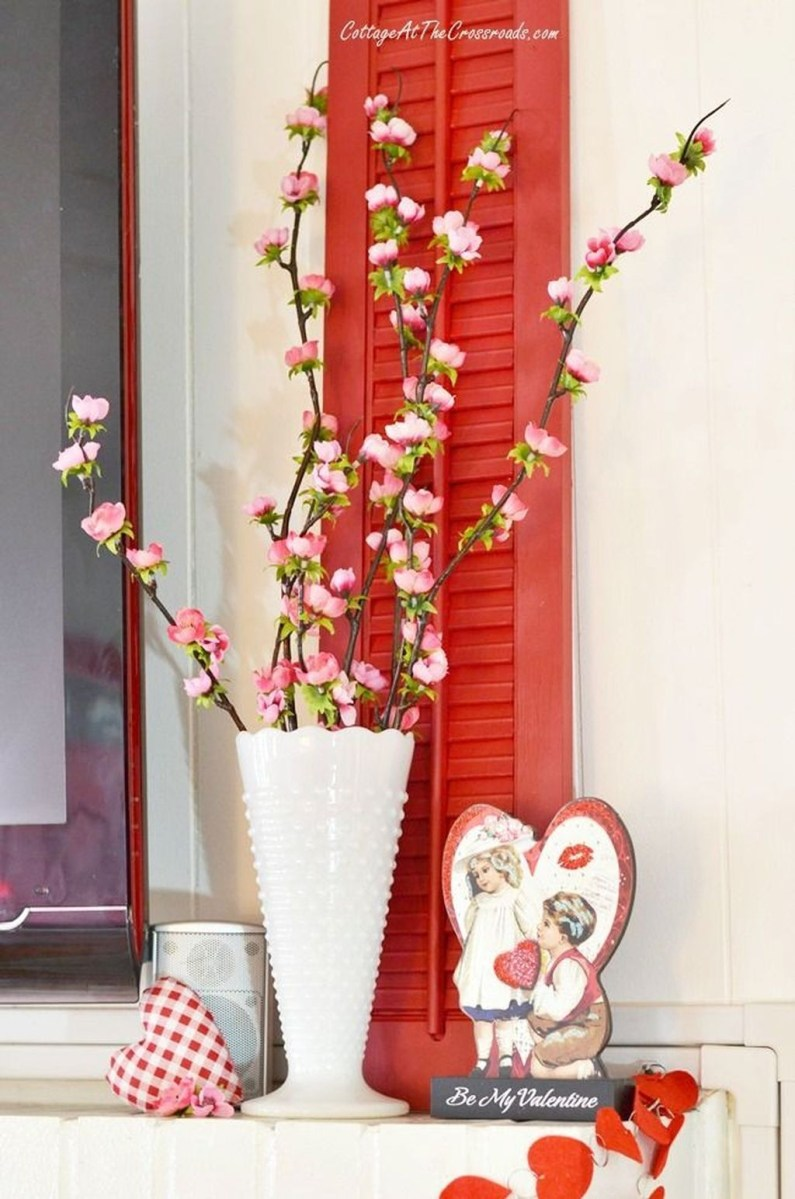 Stunning Red Home Decor Ideas For Valentines Day 24