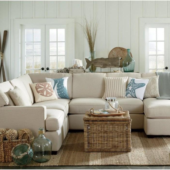 Stylish Coastal Themed Living Room Decor Ideas 34