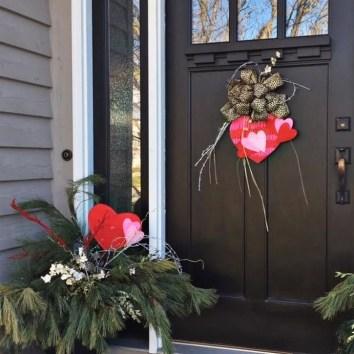 Unique Outdoor Valentine Decor Ideas 06