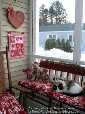 Unique Outdoor Valentine Decor Ideas 16