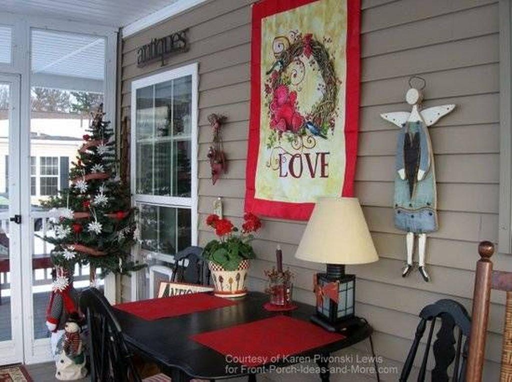 Unique Outdoor Valentine Decor Ideas 19