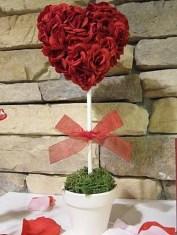 Unique Outdoor Valentine Decor Ideas 20