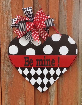 Unique Outdoor Valentine Decor Ideas 25