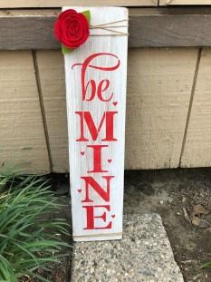 Unique Outdoor Valentine Decor Ideas 33