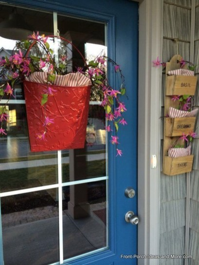 Unique Outdoor Valentine Decor Ideas 39