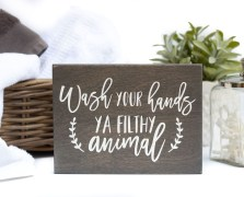 Comfy Farmhouse Wooden Bathroom Design Ideas 24