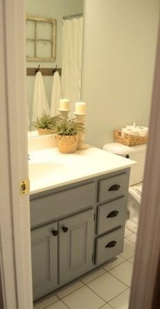 Comfy Farmhouse Wooden Bathroom Design Ideas 39