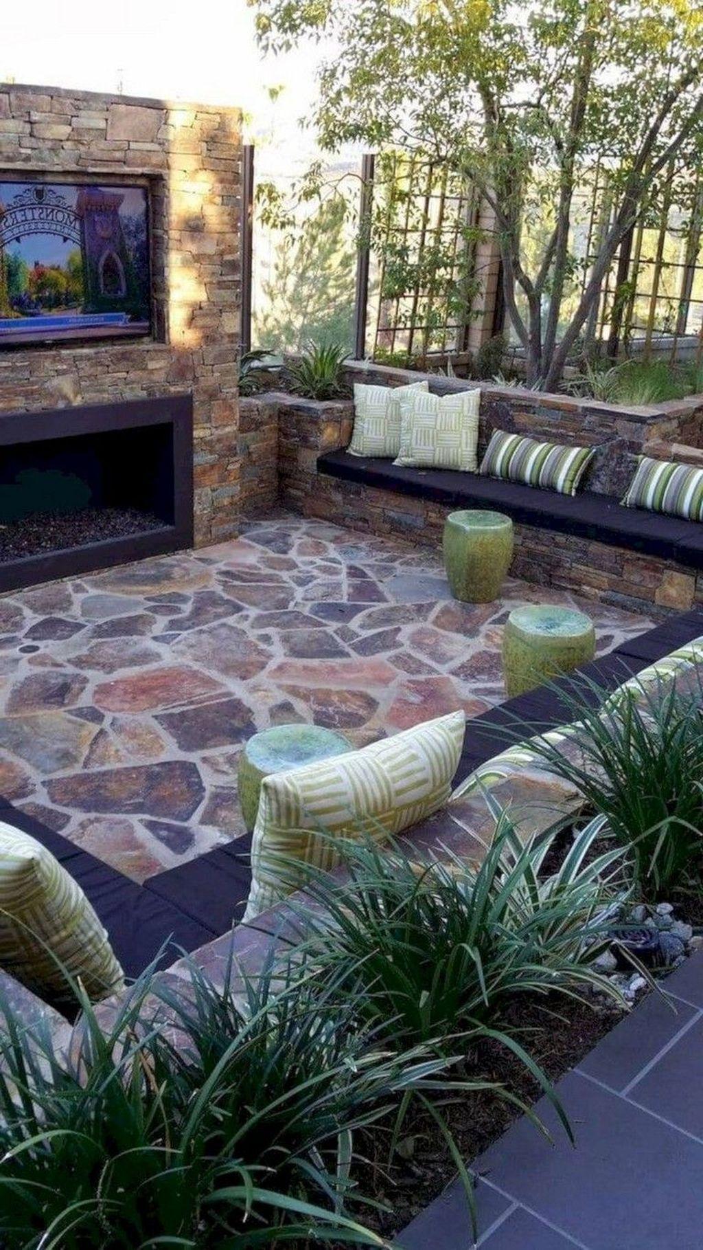 Stunning Small Patio Garden Decorating Ideas 16