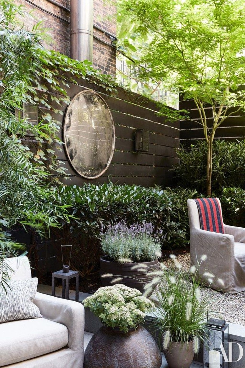 Stunning Small Patio Garden Decorating Ideas 38