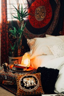 Wonderful Bohemian Design Decorating Ideas For Bedroom 22