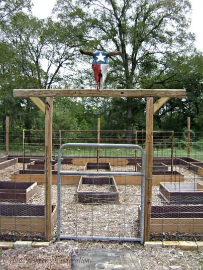 Cute Garden Fences Walls Ideas 11