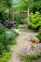 Cute Garden Fences Walls Ideas 22