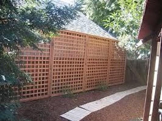 Cute Garden Fences Walls Ideas 50