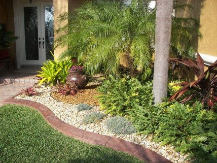 Cute Palm Gardening Ideas For Front Yard 18
