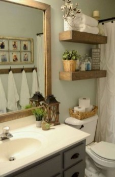 Elegant Bathroom Makeovers Ideas For Small Space 25