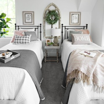 Elegant Farmhouse Decor Ideas For Bedroom 16