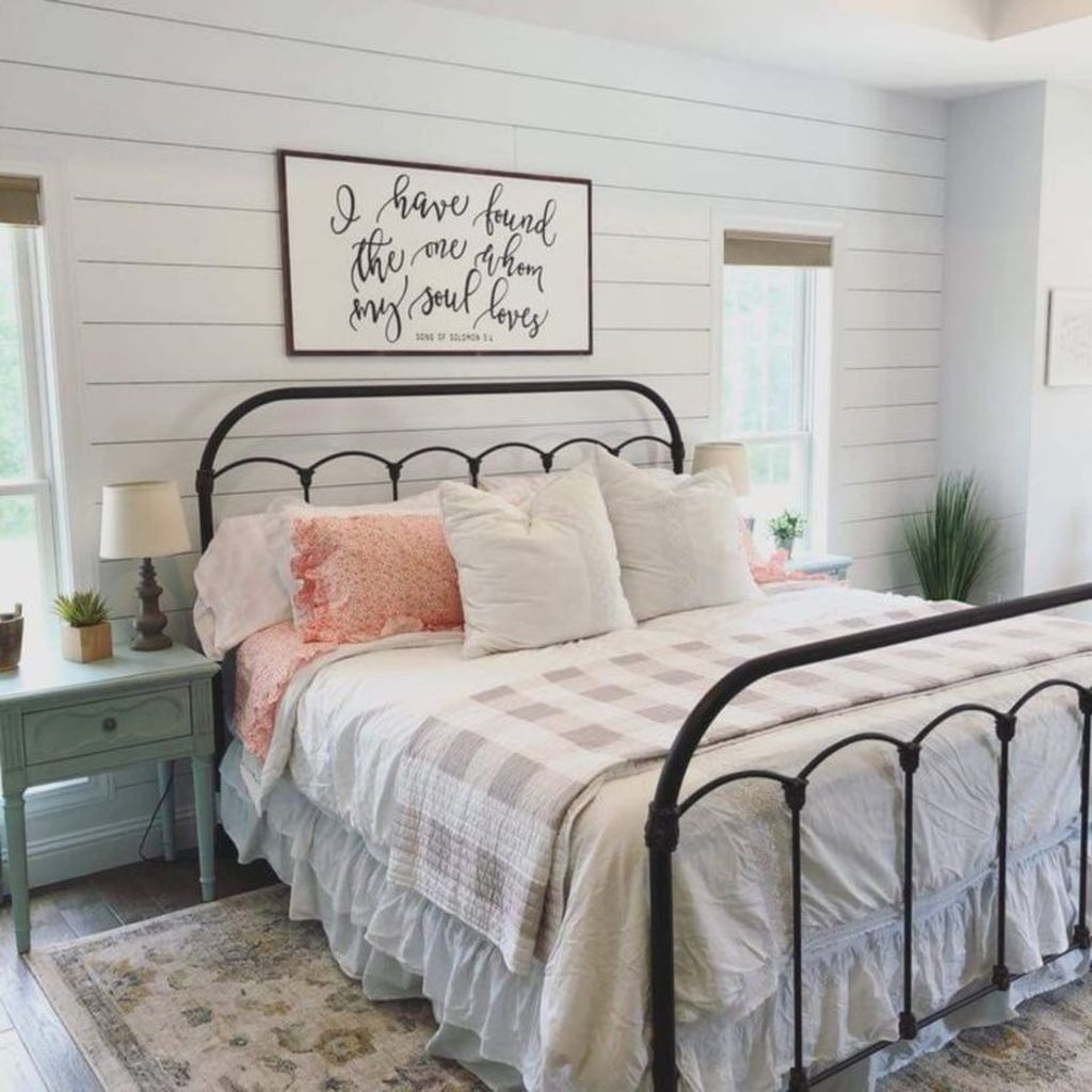 Elegant Farmhouse Decor Ideas For Bedroom 36