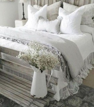 Elegant Farmhouse Decor Ideas For Bedroom 37