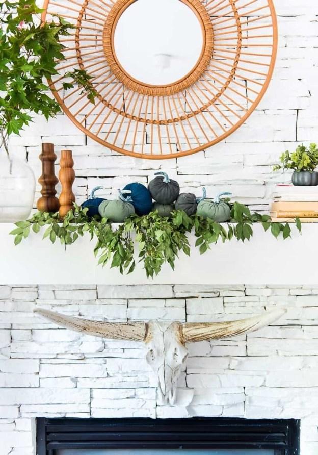 Incredible Autumn Decorating Ideas For Backyard 13