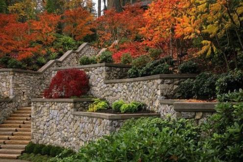 Incredible Autumn Decorating Ideas For Backyard 23