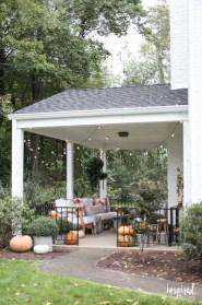 Incredible Autumn Decorating Ideas For Backyard 24