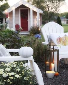 Incredible Autumn Decorating Ideas For Backyard 45