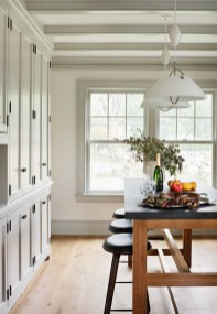 Fabulous White Farmhouse Design Ideas 12